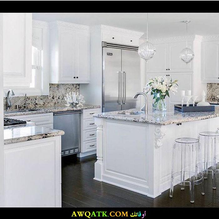 مطبخ أمريكاني باللون الأبيض رائع