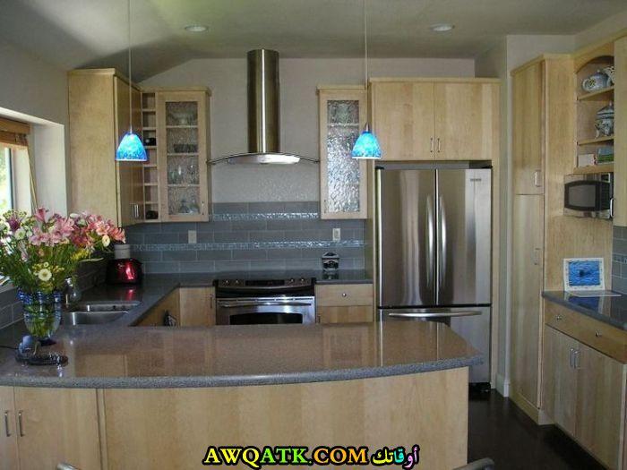 مطبخ رائع وجميل باللون البيج الفاتح