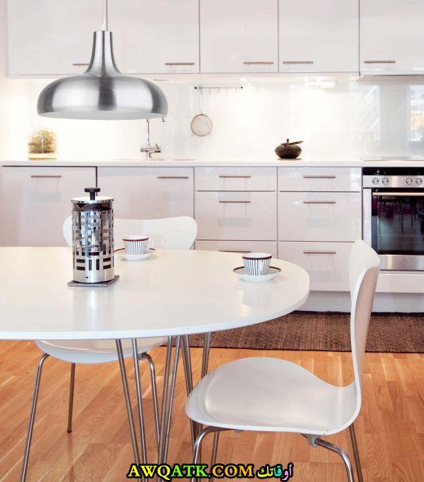 مطبخ دوكو مودرن باللون الأبيض