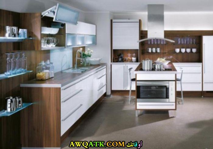 مطبخ دوكو باللون الأبيض والبيج