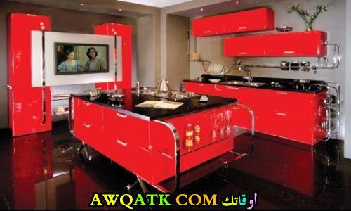 مطبخ مودرن باللون الأحمر