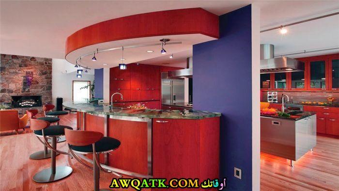 مطبخ أمريكي ديزاين مفتوح باللون الأحمر