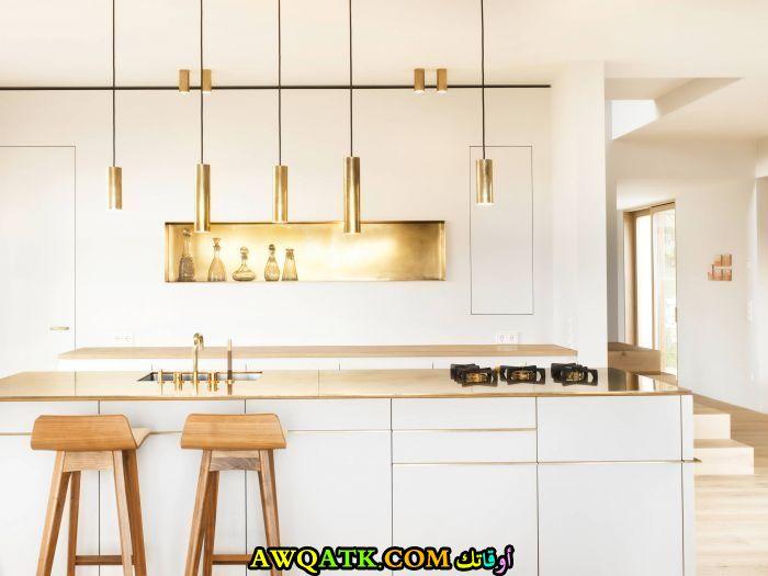 مطبخ جميلة جداً باللون الأبيض والذهبي