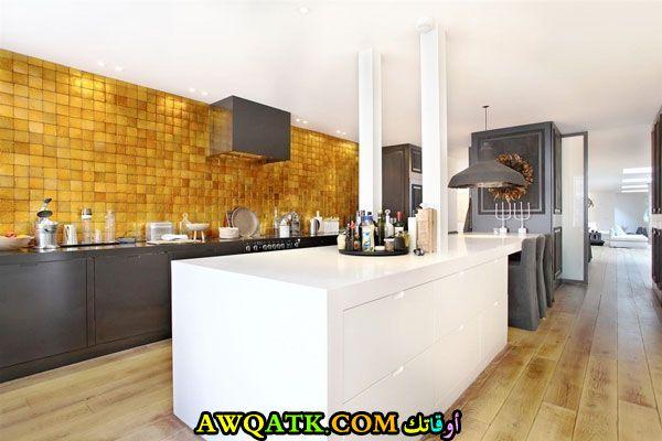 مطبخ قمة الروعة باللون الذهبي