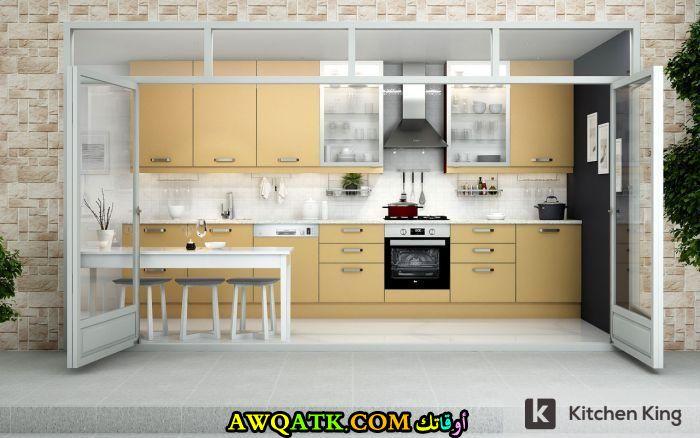 مطبخ باللون الذهبي شيك جداً