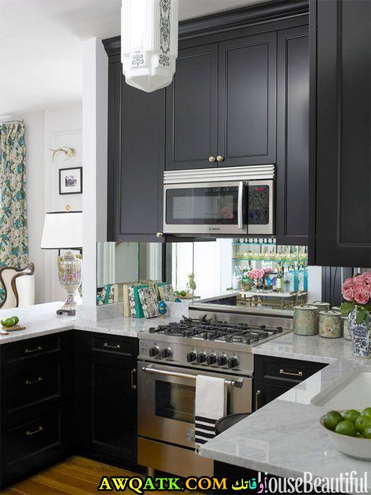 مطبخ باللون الأسود ياسب المساحات الصغيرة