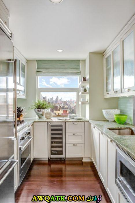 مطبخ صغير باللون الأبيض جميل جداً