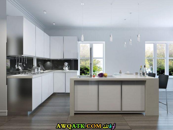 مطبخ كلادينج أمريكي باللون الأبيض