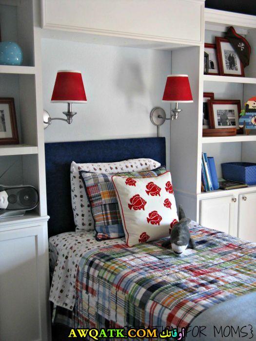 أباجورة سرير باللون الأحمر رائعة