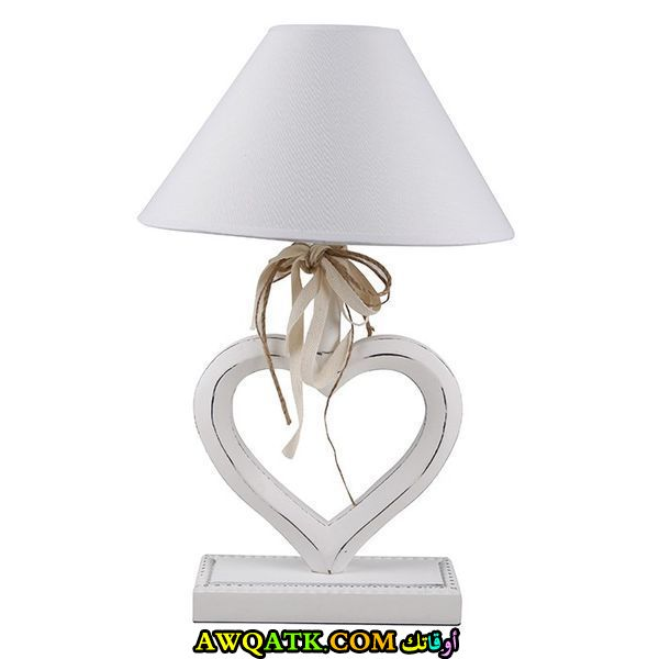 أباجورة حب رومانسية باللون الأبيض علي شكل قلب