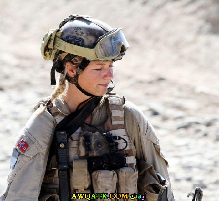 بملابس الجيش