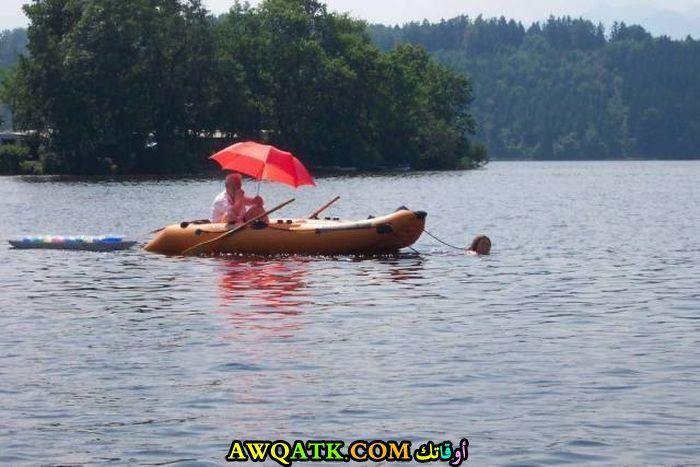 تسحب القارب بنفسها