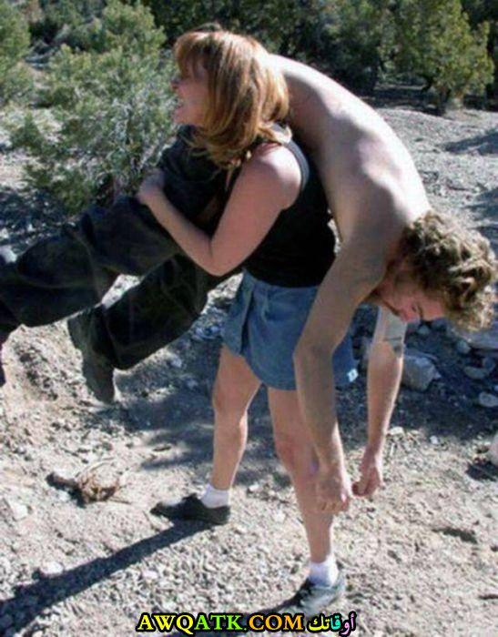 سكير تحمله زوجته