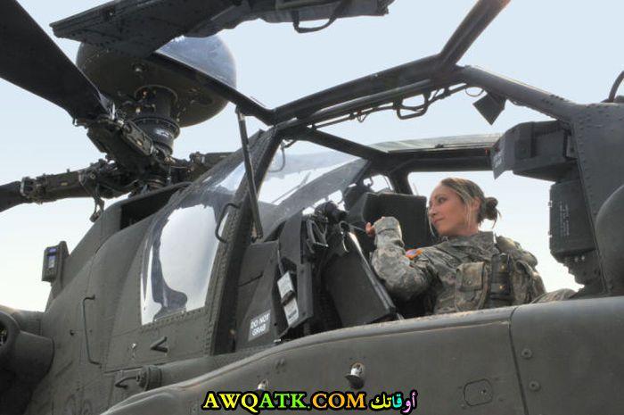 طيارة في الجيش