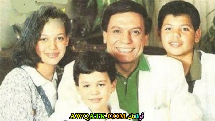 صورة عائلية للفنان عادل إمام مع زوجته و أولاده