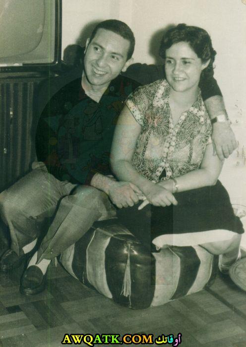 صورة عائلية للفنان عادل خيري مع زوجته