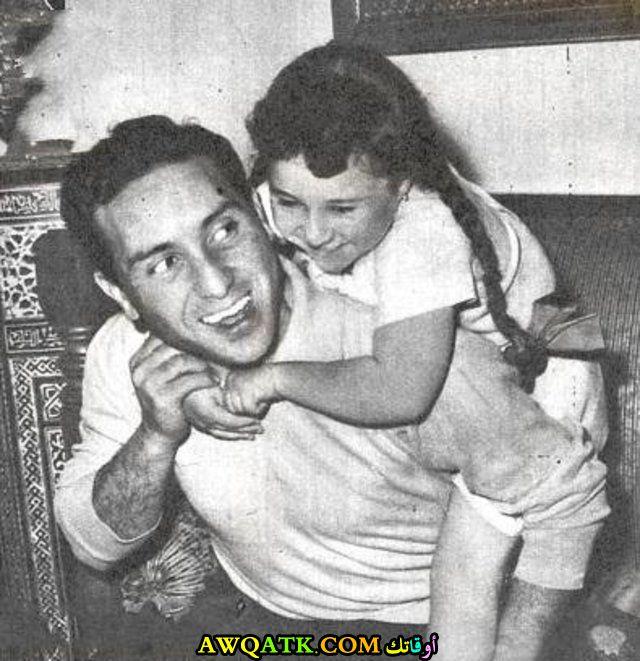 صورة الفنان عادل خيري و بنته