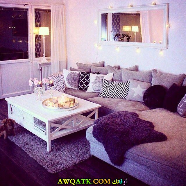 غرفة معيشة باللون البنفسجي أنيقة وجميلة