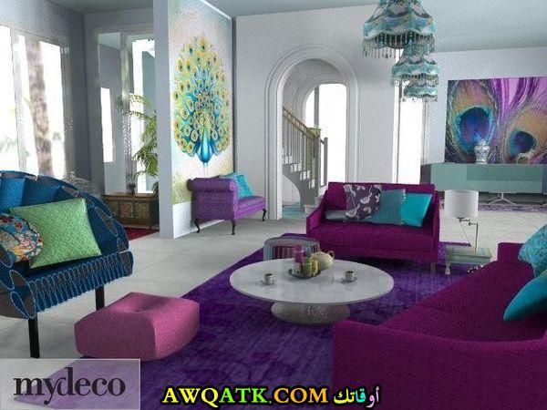 غرفة معيشة باللون البنفسجي في منتهي الجمال