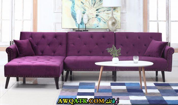 غرفة معيشة باللون البنفسجي جميلة وبسيطة