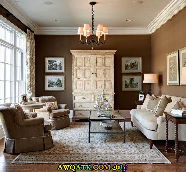 غرفة معيشة باللون البني شيك جداً