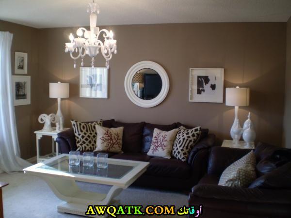 غرفة معيشة باللون البني قمة في الجمال والشياكة