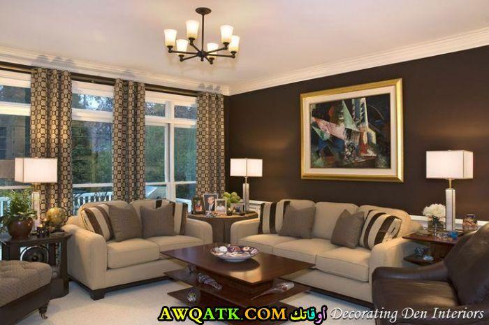 غرفة معيشة باللون البني رائعة