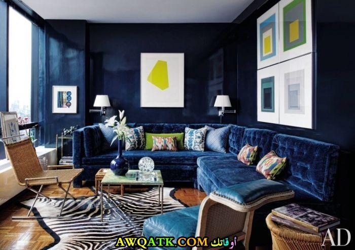 غرفة معيشة باللون الكحلي تناسب الذوق الذوق الهادي