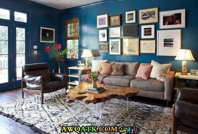 غرفة معيشة باللون الكحلي رائعة وجميلة