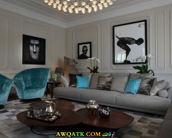 غرفة معيشة باللون التركواز هادية وجميلة