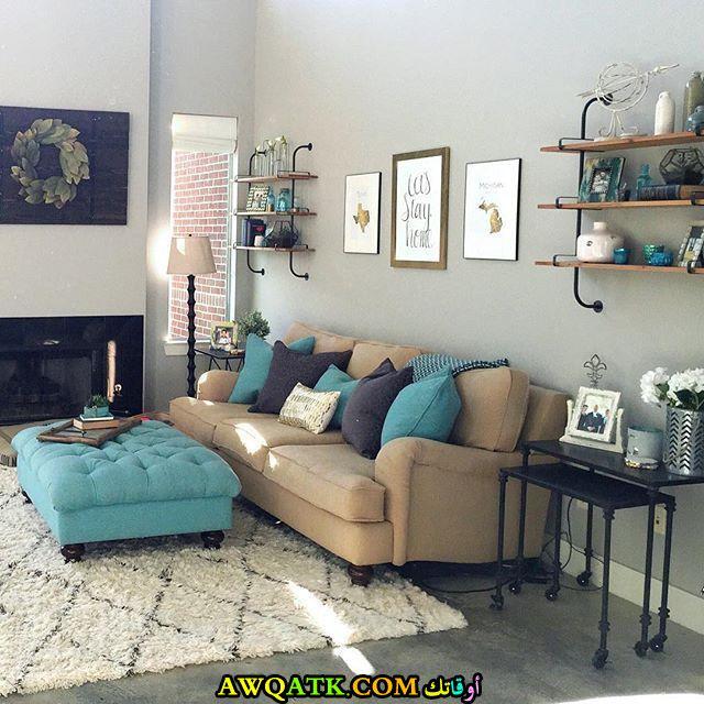 غرفة معيشة باللون التركواز شيك جداً