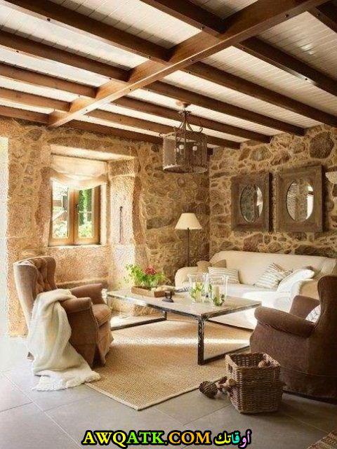 غرفة معيشة ريفية بسيطة وجميلة