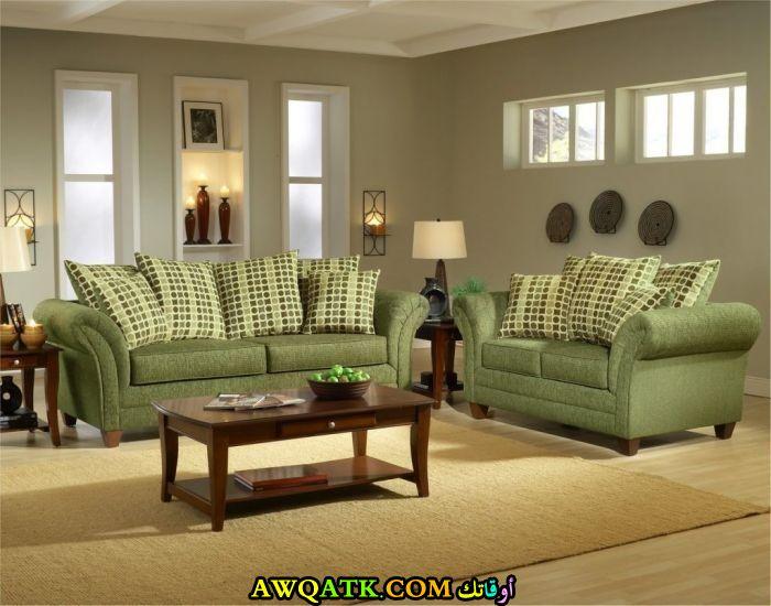 غرفة معيشة باللون الزيتي في منتهي الجمال