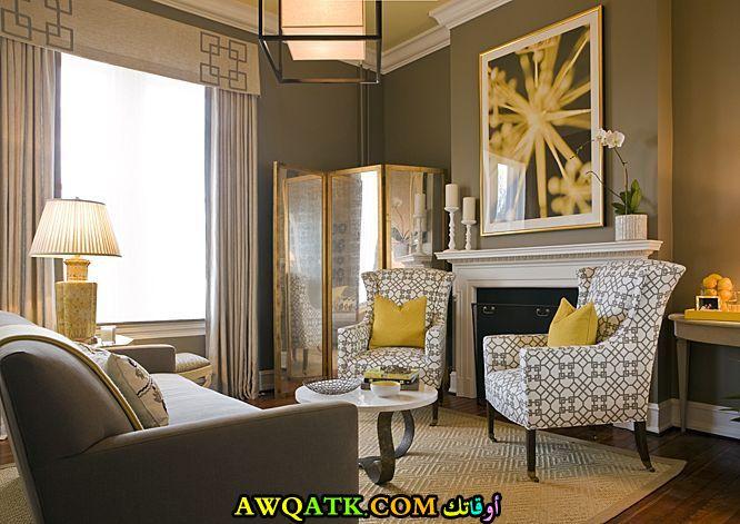 غرفة معيشة بسيطة وجميلة
