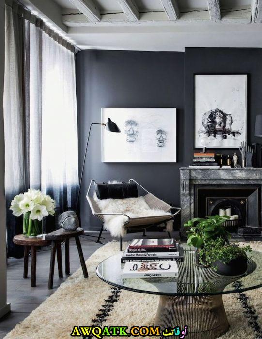 غرفة معيشة باللون الأسود مة في الروعة