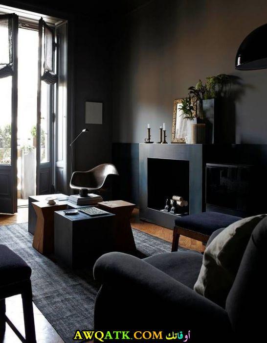 غرفة معيشة باللون الأسود شيك جداً
