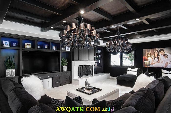 غرفة معيشة باللون الأسود فخمة وشيك