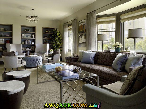 غرفة معيشة طويلة جديدة وعصرية