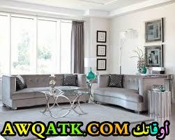 غرفة معيشة باللون الفضي