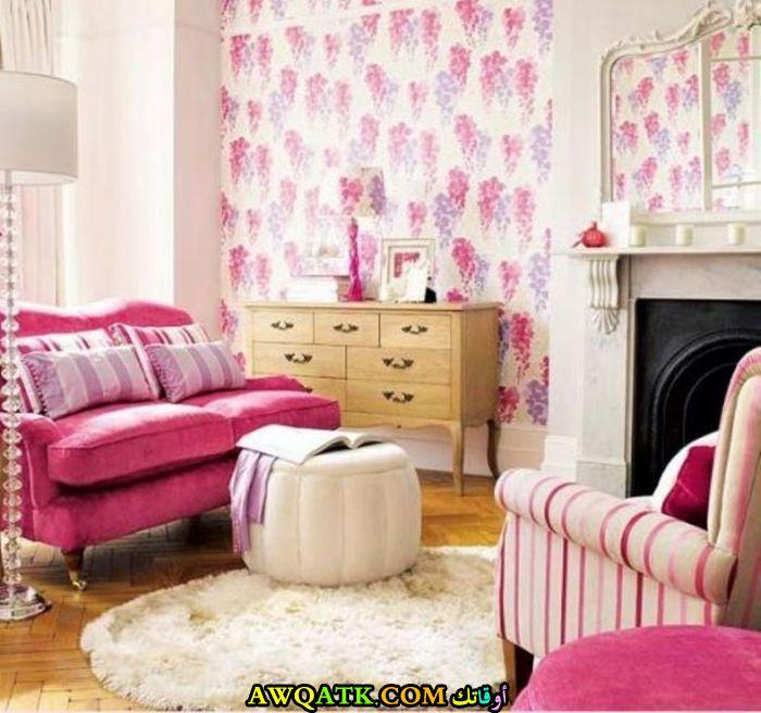 غرفة معيشة باللون الفوشيا في منتهي الجمال