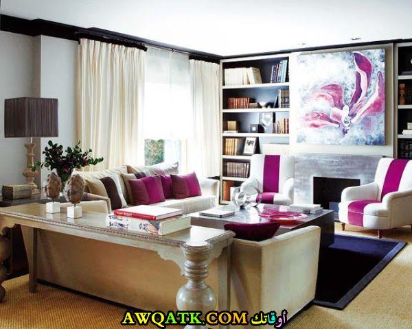 غرفة معيشة باللون الفوشيا رائعة وجديدة