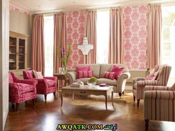 غرفة معيشة باللون الفوشيا روعة