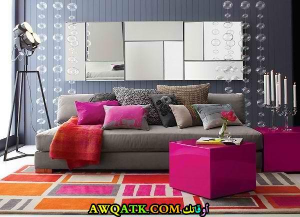 غرفة معيشة باللون الفشيا أنيقة وجميلة