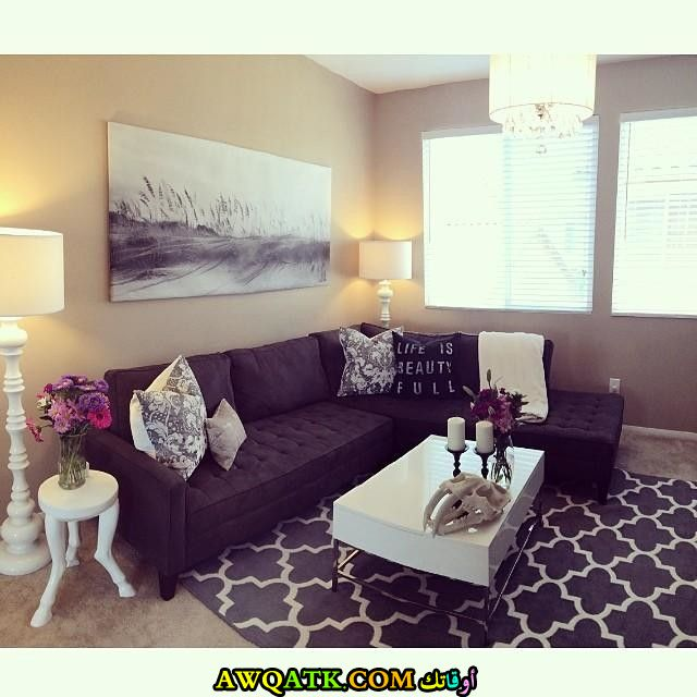 غرفة معيشة باللون الموف جميلة جداً وبسيطة