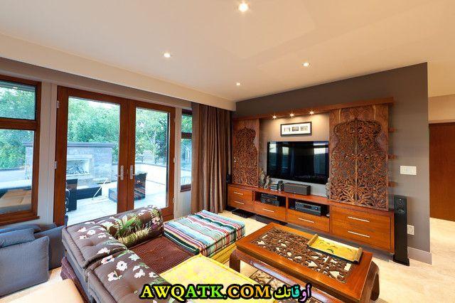 غرفة معيشة هندية بسيطة وجميلة