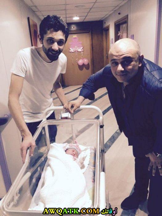 صورة جميلة للفنان الجميل كريم محمود عبد العزيز مع أخوه و ابنته