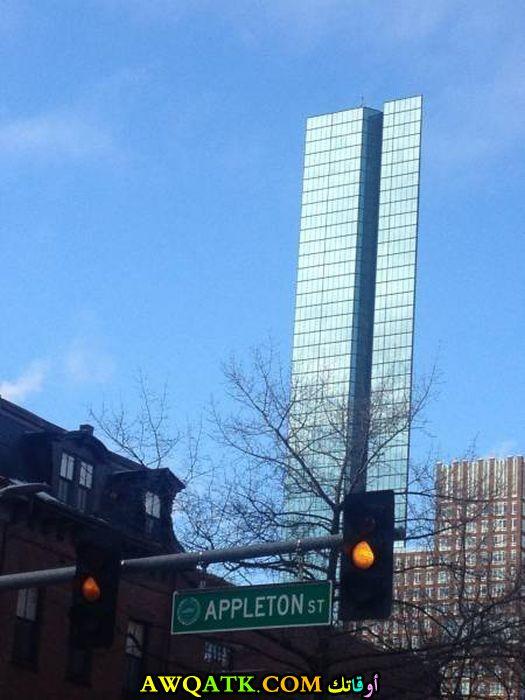 مبنى يبدو بشكل غريب