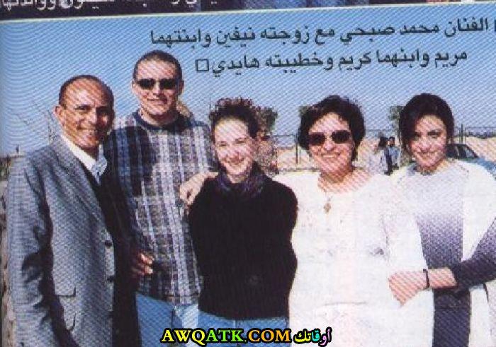 صورة عائلية للفنان محمد صبحي مع أولاده