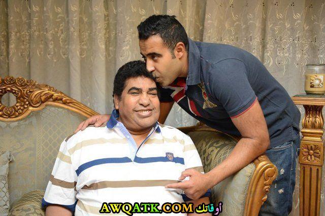 أحدث صورة للفنان المصري محمد عدوية مع والده