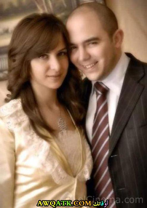 صورة عائلية للفنان محمود العسيلي مع زوجته